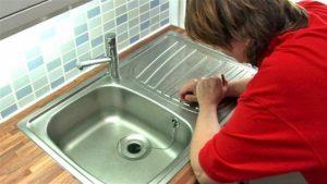 5 Τρόποι για Ξεβούλωμα Νεροχύτη Κουζίνας